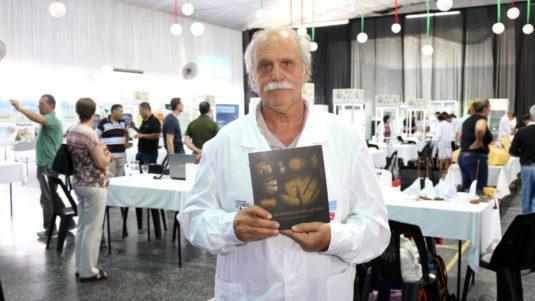 Sergio Borbonet (Técnico en Lechería) presenta su libro